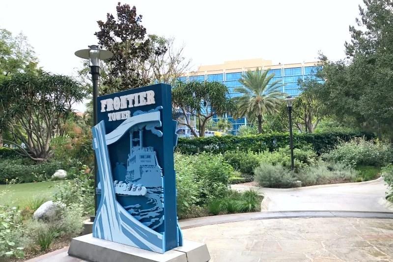 Disneyland Hotel - Frontier Tower