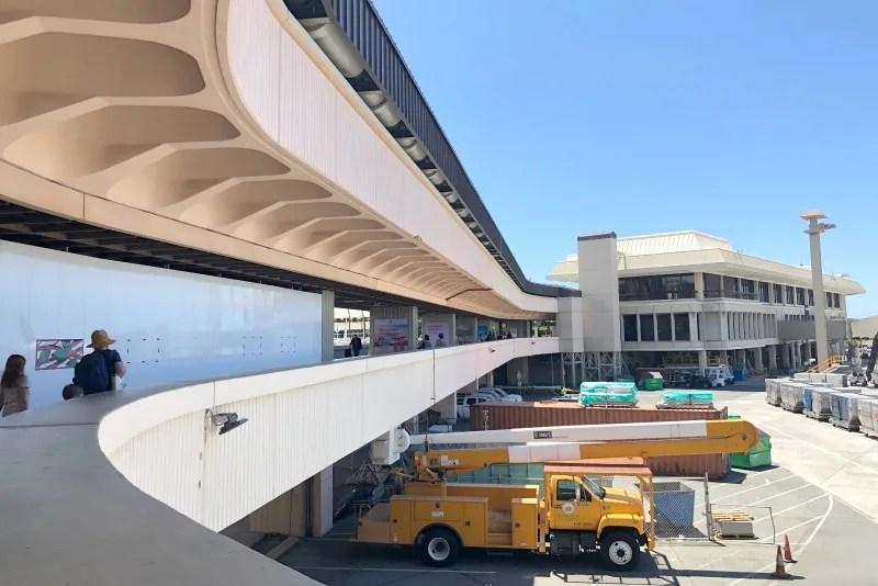 Southwest Hawaii Flight Review - Walking to HNL G Gates