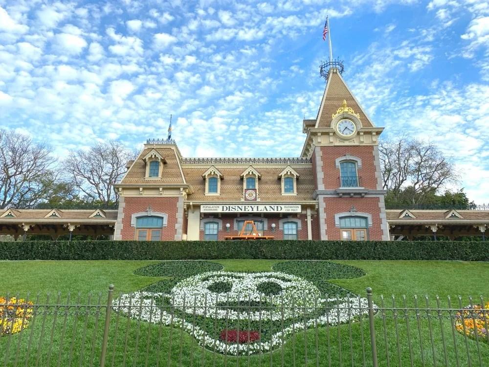 Disneyland Closing Coronavirus