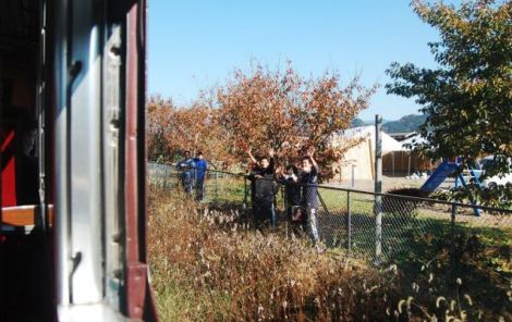 chichibu people waving to paleo express