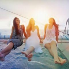 Específica: fiestas y excursiones en barco y catamarán, yate de lujo, kayak, música, dj, mar, bebidas, buenos precios, España, Canarias, Barcelona