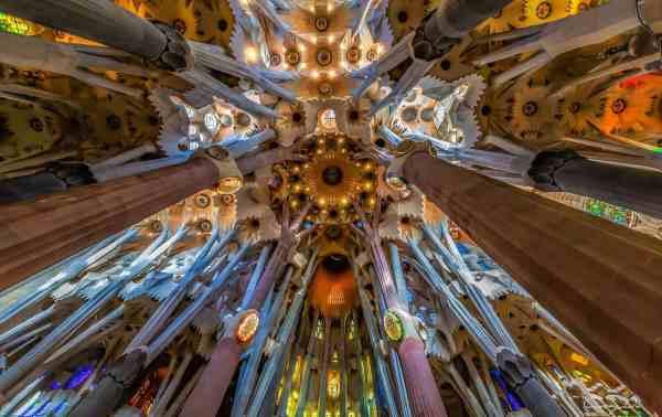 interior la sagrada familia barcelona