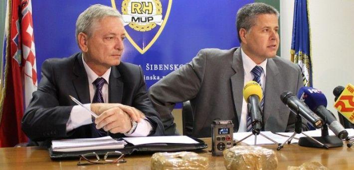 Načelnik Odjela policije Zdravko Sedlar i načelnik PU Šibensko-kninske Ivica Kostanić na konferenciji za novinare