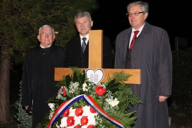 Predsjednik primoštenske OO HSS-a Ante Gracin, predsjednik HSS-a Branko Hrg i predsjednik šibensko-kninske ŽO HSS-a Zoran Smolić