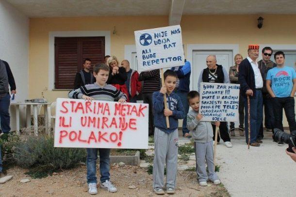 Prosvjedu su se pridružila i djeca