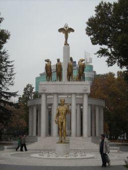 Gdje ima mjesta u gradu, izraste spomeniik