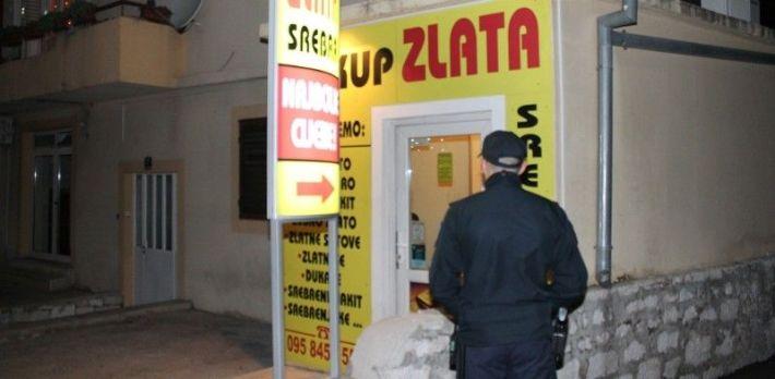 Radnju za otkup zlata do kasno u noć čuvao je policajac