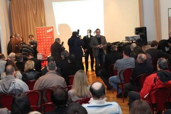 Sastanak SDP-a održan je u foajeu Hrvatskog narodnog kazališta u Šibeniku (Foto: Hrvoslav Pavić)