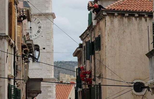 HGSS uređuje pročelja u gradskoj jeszgri Šibenika (Foto H. Pavić) (1)