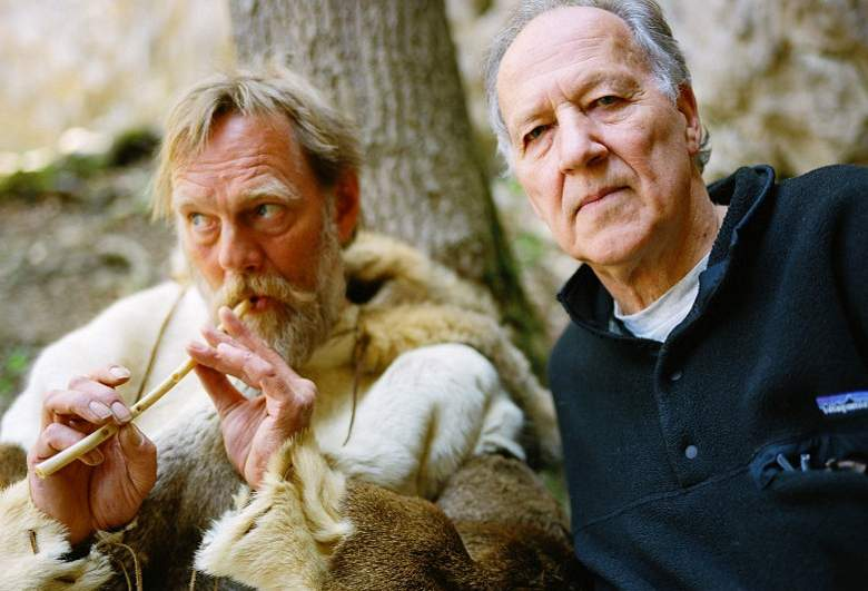 Werner Herzog (desno) u filmu Pećina izgubljenih snova