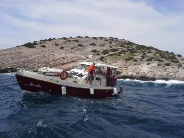 Slovenci u brodu Amalia trenutak prije nego li su ostali bez sidra