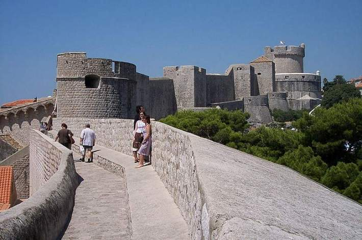 800px-Walls_of_Dubrovnik