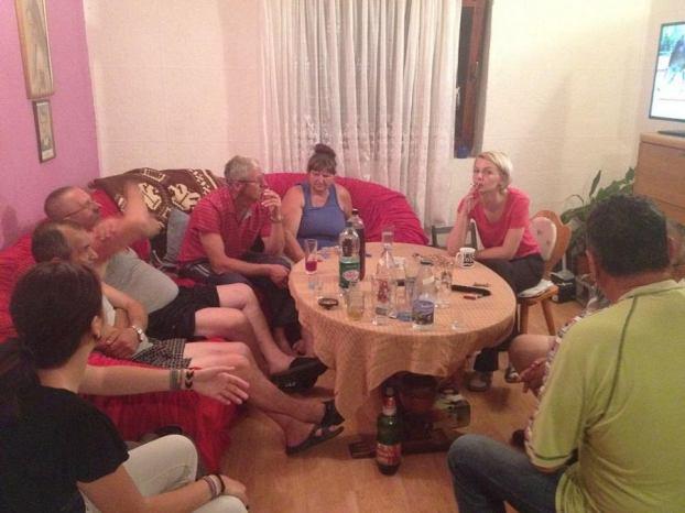 Nakon 'kriminalističkog istraživanja na okolnosti prekršaja iz Zakona o prekršajima protiv javnog reda i mira' obitelj Mišković se vratila kući (Foto: Jakov Perica - Živi zid )