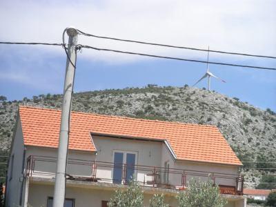 Gradu Šibeniku 680 tisuća kuna od vjetroelektrana, a selima gdje su one postavljene – 0 kuna. Ili dio naknade, ili sudska tužba!