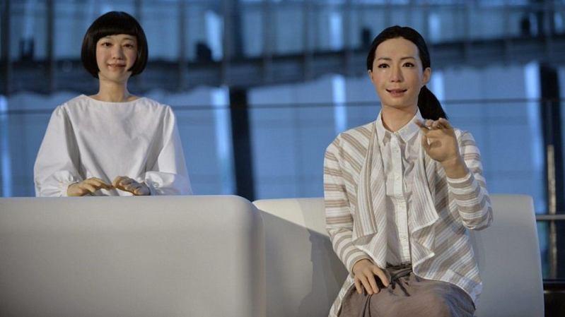 Mlade spikerice čitaju vijesti - foto: screenshot Youtube