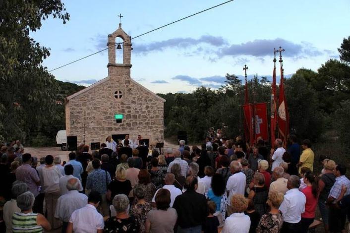 Crkvu je blagoslovio tajnik biskupa, don Roko Glasnović