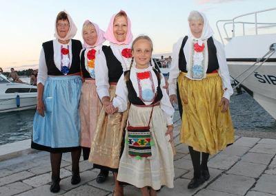 Kapetanica Jerka Jaram (80) i gajeta Dalmata stara 138 godina pobjednice su ovogodišnje krapanjske ženske veslačke regate
