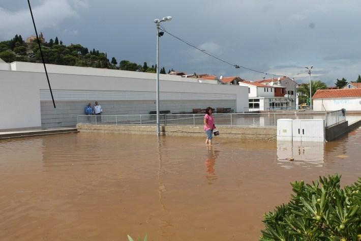Poplave u Vodicama i Tribunju (Foto H. Pavić) (26)