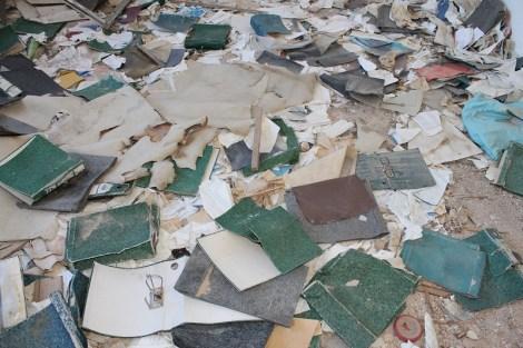 Podovi su još puni dokumentacije poduzeća koja su prije rata ovdje djelovala