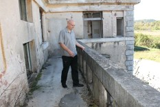 Nikola Dorbić na balkonu tzv. Stojne kuće