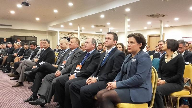 Ministar Mihael Zmajlović pobjegao pred novinarima iz Solarisa!
