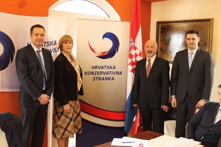 Hrvatska konzervativna stranka - Ruža Tomašić ispunila pristupnicu (1)