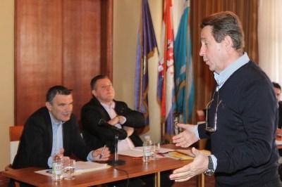 """Kako vijećnik Stipe Petrina """"provocira"""" župana Gorana Pauka: Župane, kolika vam je plaća?"""