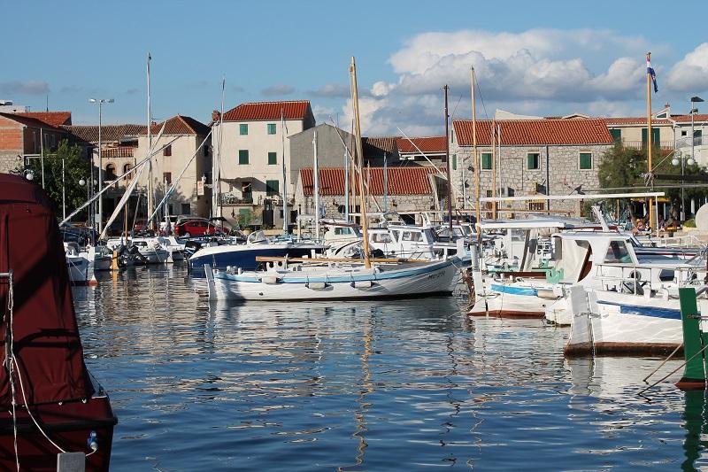 Još jedna investicija Općine Tisno – 2,5 milijuna za betinski Trg na moru