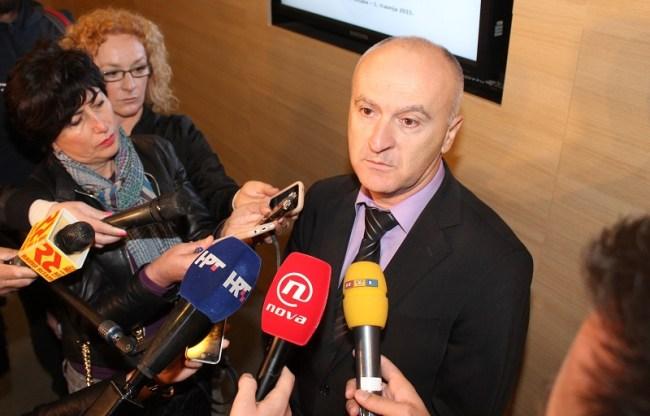Ministar Matić s novinarima u Voicama (Foto: Tris/H. Pavić)