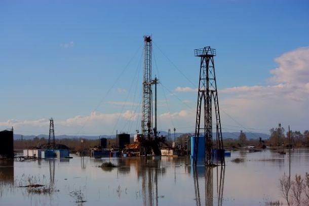 Naftna močvara u Albaniji foto: Facebook