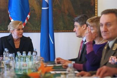 Zoran Milanović i Kolinda Grabar Kitarović na današnjoj sjednici Vijeća uza obranu (Foto: Vlada RH)