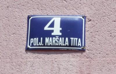 Osim na kućnim brojevima, na Poljani već dugo nema tabli s Titovim imenom (Foto: H. Pavić)