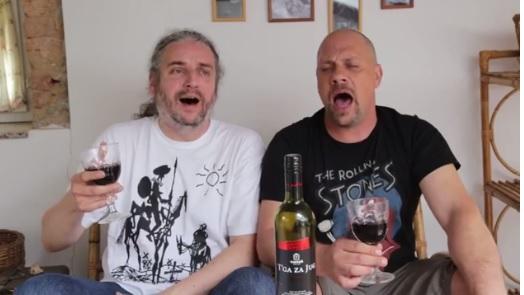 Dežulović i Lucić: Potpora makedonskom narodu uz bocu T'ge za Jug (foto print screen YouTube)