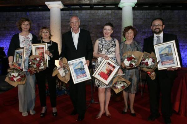 Sretni dobitnici (naša Davorka je druga slijeva) - foto Facebook/Slobodna Dalmacija