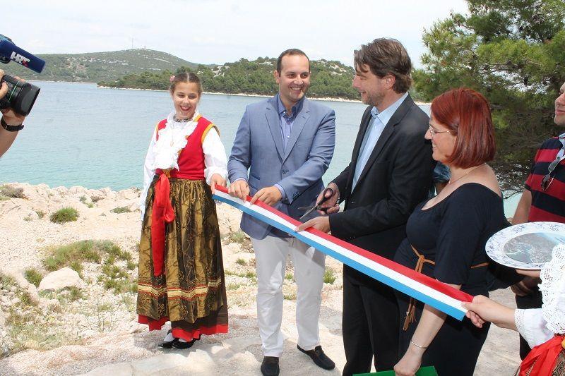 Ministar Lorencin otvorio šetnicu Tisno – Jezera: Suživot turizma i zaštićene prirode
