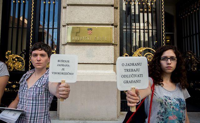 Poruke za zastupnike i dio vladajućih - foto Ivan Šejić)