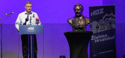 Domoljublje na klauzuri HDZ-a – Karamarko: 'Vlast mi se gadi – mi smo sluge naroda'