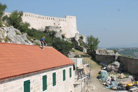 Završni radovi na objektima kninske tvrđave (Foto: Tris/H. Pavić)