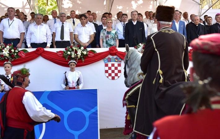 Prijavak pred svečanom ložom (Foto: Ured predsjednice RH)