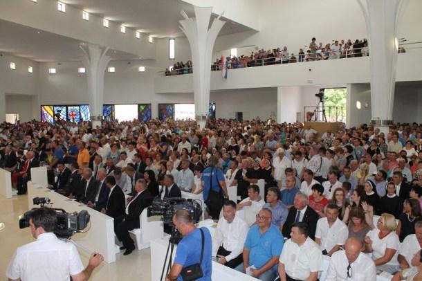 Posveta crkve Gospe Velikog Hrvatskog Krsnog Zavjeta (Foto H. Pavić) (5)