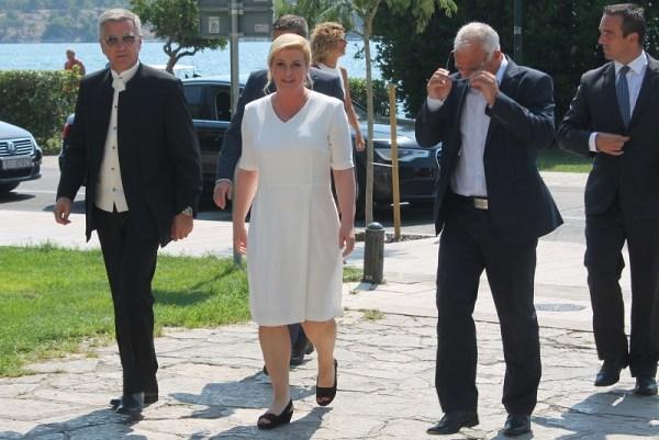 Predsjednica Kolinda Grabar Kitarović sa županom Goranom Paukom i gradonačelnikom dr. Željkom Burićem (Foto H. Pavić) (2)