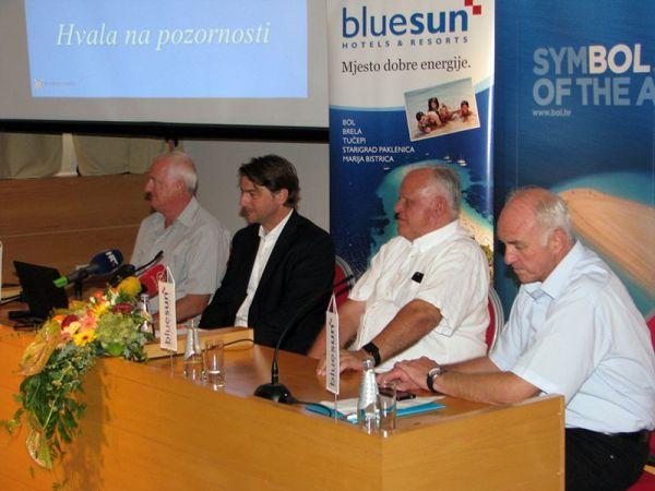 Ministar Lorencin na jučerašnjoj tiskovnoj konferenciji u društvu bolskih turističkih djelatnika (FOTO: TRIS)