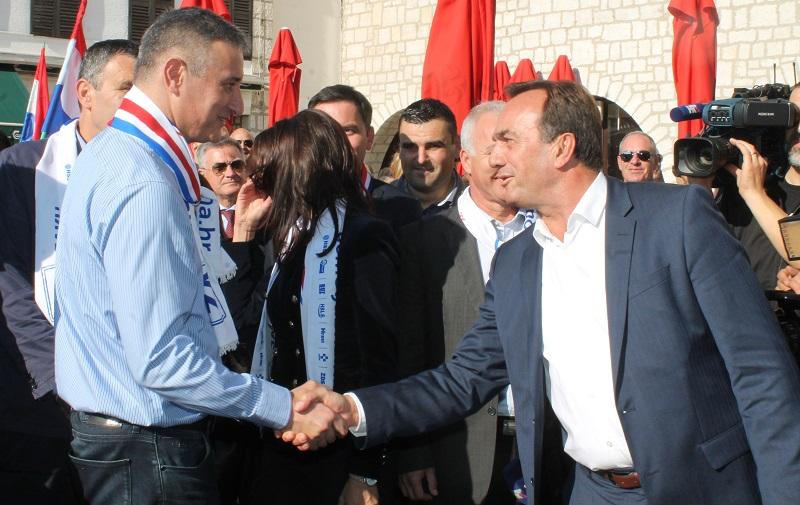 Domoljubna koalicija u Šibeniku: Karamarko o Milanoviću, ali lokalno se ipak plaše Petrine
