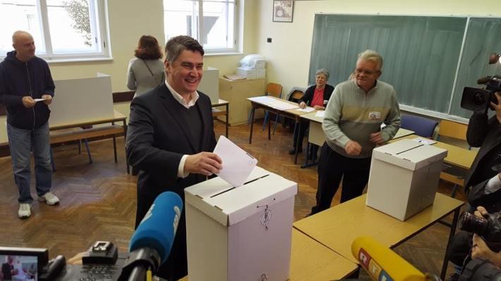 Zoran Milanović glasovao (Foto FB)