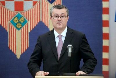 Predsjednica Republike Hrvatske Kolinda Grabar Kitarović predala je mandat kandidatu Domoljubne koalicije i Mosta za premijera, Tihomiru Oreškoviću. foto HINA Denis CERIĆ