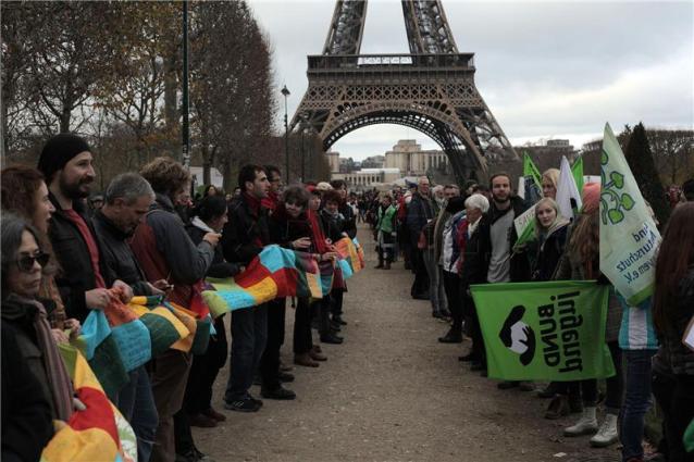 Zeleni prosvjedi nadomak Eiffelova tornja (foto HINA)