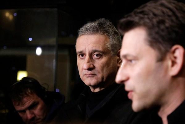 Predsjednik HDZ-a Tomislav Karamarko i èelnik Mosta nezavisnih lista Božo Petrov dali su izjave za medije nakon sastanka u zagrebaèkom hotelu Sheraton. foto HINA / Denis CERIĆ