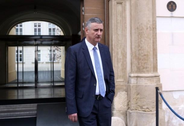 Izlazak ministara nakon prvog sastanka u Banskim dvorima