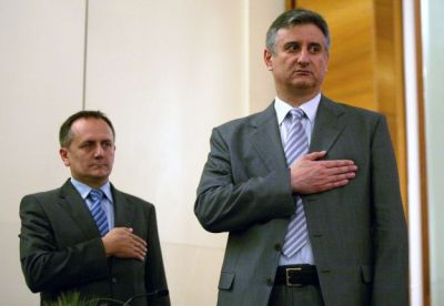 Drago Prgomet i Tomislav Karamarko s rukama na srcima (foto HINA / Dario GRZELJ)