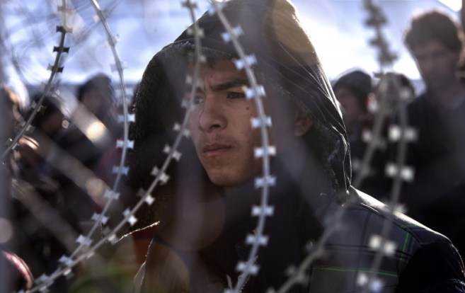 Macedonia prevents Afghan migrants from crossing border
